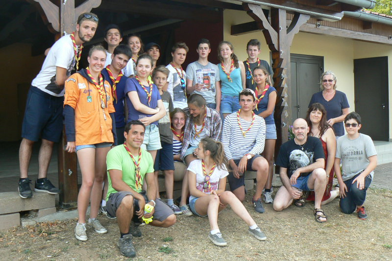 Photo de groupe des scouts à Neubourg